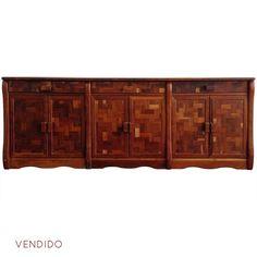 Credenza de Don Shoemaker 50s  Hermosa credenza en maderas tropicales de los años 50s.   Alto: 76cm  Largo: 203cm  Ancho: 56cm