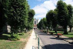 Abdij van Pontigny: de grootste cisterciënzer kerk van de wereld ****   Dorpen in Frankrijk Sidewalk, Side Walkway, Walkway, Walkways, Pavement