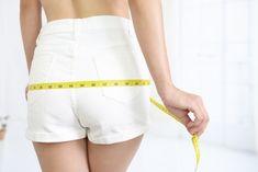 骨盤矯正の効果としておしりが小さくなる、ウエストが細くなる。このようなイメージを持たれる方も多いでしょう。実はそれ間違った情報なのです。この記事では骨盤矯正の真相を徹底分析します。 White Shorts, Articles, Women, Fashion, Moda, Fashion Styles, Fashion Illustrations, Woman