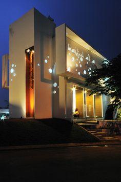 P[RAY]HOUSE / Julian Palapa   Bayu Rismabuana,Cibubur, Indonesia