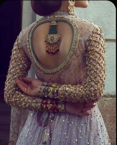 Blouse Designs That Will Keep You Warm & Comfy During Your Winter Nuptials! Blouse Designs That Will Keep You Warm & Comfy During Your Winter Nuptials!,Indian Blouses – Wedding Inspirations Blouse Designs That Will. Indian Bridal Fashion, Indian Wedding Outfits, Bridal Outfits, Indian Outfits, Wedding Gowns, Bridal Blouse Designs, Blouse Neck Designs, Kurti Back Designs, Back Neck Designs