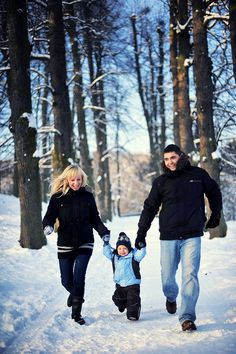 winter family photos in park