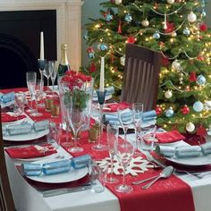 30 Gorgeous Christmas Tablescapes and Christmas Table Settings Christmas Celebrations Christmas Dining Table, Christmas Table Settings, Christmas Party Decorations, Christmas Tablescapes, Christmas Centerpieces, Tree Decorations, Blue Christmas, All Things Christmas, Christmas Colors