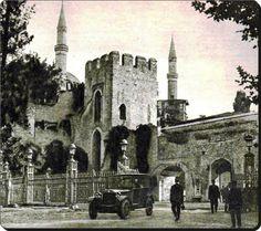 Gülhane parkı ve arkada Ayasofya - 1920'ler
