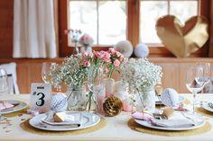 Heute sagenwir sagen dem Winter Adieu! Dies sind vorerst die letzten verschneiten, glitzernden Hochzeitsinspirationen,der Frühling naht und das ist auch gut so! Doch noch einmal wühlen wir uns rein in die schneeweißeLandschaft Tirols. In der HütteBerglsteiner Seehaben meine liebe Blogger Kollegin Nicola von Verrückt nach Hochzeit und die Fotografin Hanna Witte diese so schön funkelndenHochzeitsinspirationen …