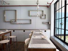 salón-de-manicura-en-tonos-neutros-decoración-sencilla