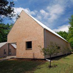 Studio 804 builds Kansas home designed to achieve net-zero energy consumption Dezeen Architecture, Residential Architecture, Architecture Design, Modern Cottage, Modern Farmhouse, Cottage Design, House Design, Clad Home, Passive Design