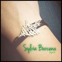 Árbol libanés dije en pulsera de plata hilos negros