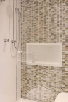 Bianchi & Lima - Vila Ipojuca 2 (40) Bathroom Niche, Modern Bathroom, Small Bathroom, Washroom Design, Bathtub Decor, Ceiling Design Living Room, Small House Plans, Modern House Design, Room Decor Bedroom