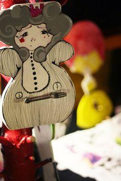 little queen hanger