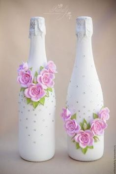 It is a website for handmade creations,with free patterns for croshet and knitting , in many techniques & designs. Glass Bottle Crafts, Wine Bottle Art, Painted Wine Bottles, Diy Bottle, Bottles And Jars, Beer Bottles, Jar Crafts, Diy And Crafts, Shell Crafts