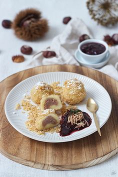 Maroniknödel serviert mit Powidl // chestnut dumplings served with homemade plum jam //Sweets & Lifestyle®️️ New Recipes, Healthy Recipes, Plum Jam, Austrian Recipes, Eat Pray Love, Dinner With Friends, Baking Tips, Dumplings, Cake Cookies