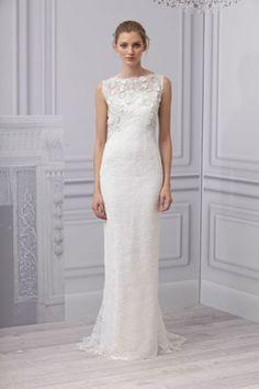 Schmal geschnittenes Brautkleid hoch geschlossen