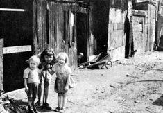 Ruelle de Montréal. Canada, Hui, Vintage Images, Comme, Portraits, Places, Kids, Painting, Vintage Pictures