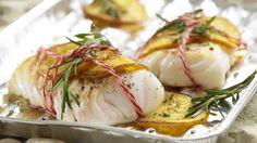 Extraviel Genuss bei extrem wenig Fett und Kalorien: Gegrillte Kabeljaufilets mit Rosmarin und Orangen   http://eatsmarter.de/rezepte/gegrillte-kabeljaufilets