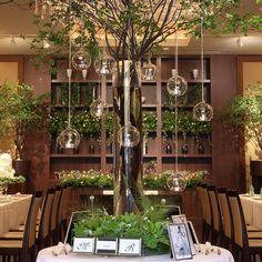 IN THE SUITE【インザスイート】さんはInstagramを利用しています:「シンボルツリーにキャンドルを吊りさげ、あたたかな光を灯しゲストをお出迎え。 #キャンドル#love#シンボルツリー#森#森コーデ#演出#ウェディングドレス #ゼクシィ#コーディネート#プレ花嫁…」 Bali Wedding, Rustic Wedding, Wedding Reception, Maroon Wedding, Showroom Design, Wedding Decorations, Table Decorations, Rustic Theme, Cafe Interior