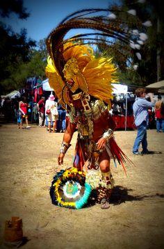 Aztec TOMAS SALINAS CALPULLI DE TLACOPAN Mexican Heritage, My Heritage, Mexican Art, Mexican Style, Aztec History, Aztec Costume, Arte Plumaria, Aztec Warrior, Rio Carnival