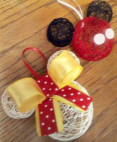 DIY Hollow String Disney Ornaments Need: Liquid Starch, String, Balloons… Disney Diy, Deco Disney, Disney Crafts, Disney Cruise, Disney Christmas Decorations, Mickey Mouse Christmas, Disney Ornaments, Disney Christmas Crafts, Minnie Mouse