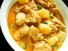 Thai yellow chicken curry: add more chili/curry for spice, onions and carrots etc. for taste. Chilli Recipes, Indian Food Recipes, Asian Recipes, Healthy Recipes, Ethnic Recipes, Chicken Recipes, Thai Yellow Chicken Curry, Yellow Curry Recipe, Curry Dishes