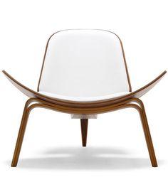 Hans Wegner: Wegner CH07 Shell Chair - Danish Design Store