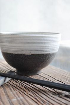 奥田章「刷毛丸碗」です