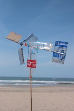 windkracht1000 windmolens bouwen van strandafval, goed idee!