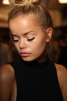 Backstage at Nanette Lepore RTW Spring 2015 White eyeliner Beauty Make-up, Beauty Full, Beauty Hacks, Hair Beauty, Runway Makeup, Face Hair, Up Girl, All Things Beauty, Nanette Lepore