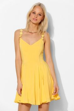 Blue Daisy Strap Dress Urban Outfitters - Kimchi Blue Daisy Strap Dress in Yellow. love love loveUrban Outfitters - Kimchi Blue Daisy Strap Dress in Yellow. Cute Dresses, Beautiful Dresses, Cute Outfits, Short Dresses, Yellow Sundress, Blue Daisy, Urban Dresses, Mellow Yellow, Fit Flare Dress