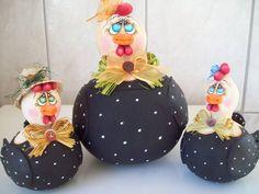 Galinhs de cabaça o conjunto sai a 120,00$ a galinha maior é aberta para utilisar como porta trecos ou ovos R$ 100,00