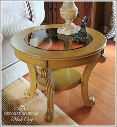 Chalk Paint Furniture Have you ever painted with chalk paint? Wondering what chalk paint is all about? Need chalk paint furniture ideas? Distressed Furniture Painting, Chalk Paint Furniture, Furniture Projects, Diy Furniture, Diy Projects, Beach Furniture, Furniture Stores, Kitchen Furniture, Kitchen Dining