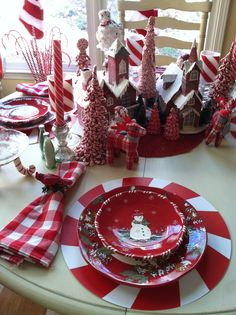 snowman table setting | Gorgeous Christmas Table-Settings. Love the peppermint candy accents.