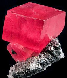 Rhodochrosite is said to integrates physical and spiritual energies, stimulating love and passion while energising the soul.    ✣ Excerpts; http://www.charmsoflight.com/rhodochrosite-healing-properties.html  http://www.bernardine.com/gemstones/rhodochrosite.htm