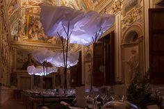 Hermès Cloudy Dinner at Rome's Palazzo Farnese – Fubiz Media Paper Art Design, Design Art, Hermes Store, Paper Clouds, Paper Installation, Renaissance Architecture, New Art, Party Time, Rome