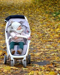 Beautiful Autum Picture from #haniamadewithlove! Share your Greentom experiences with us through #greentomworld. #autumn #greentom #stroller #lightweightstroller #greentomworld
