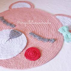 A ursa tá prontinha! Encomendas e orçamentos por direct ou whats 11.968552111 #crochet #croche #handmade #tapete #fiodemalha #feitocomamor #feitoamao #trapilho #totora #knit #knitting #alfombra #decor #quartodebebe #baby #quartodemenina #decor #decoracao #artesanato #ac_tapete #carpet #bear #urso #tapetedeurso #bearcarpet