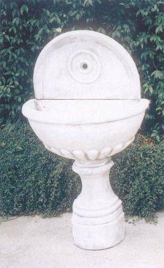 Fontana a Muro G. in cemento cm 70x40x130H - arredogiardini.it