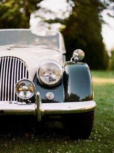 Bonnie Loves Clyde: sophisticated vintage car. #vintagewedding#pandorard #pandoranovia