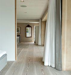 Keltainen talo rannalla Dinesen blog:floors
