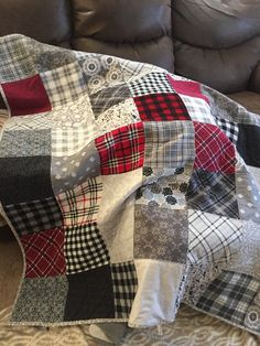 Best 12 Add warmth to any quilting pattern with these charming fall and winter quilts. Includes lap quilts, bed quilts, and baby quilt patterns. Flannel Quilts, Plaid Quilt, Boy Quilts, Rag Quilt, Scrappy Quilts, Quilt Bedding, Colchas Quilting, Quilting Projects, Sewing Projects