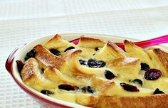 Easy Bread & Butter Pudding Recipe - fresh bread is the basic ingredient to make these snacks, and other materials that are easy to find anywhere. If you intend to make this recipe please try to practice the steps we have given the following.