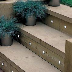 Escalier de patio avec encastrés DEL