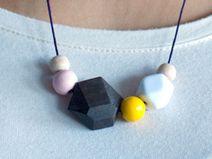 Holzkette, geometrische Figuren, Kugel // wooden necklace, geometric by Frau Sieben via DaWanda.com