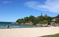 Vista del litoral de la playa Jibacoa, al fondo Villa Loma