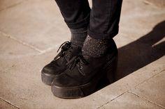 Street style de primavera en Barcelona: calcetines de H y zapatos de Asos