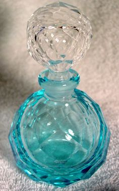Crystal Faceted Blue Bottle- Turquoise, Aqua & sea glass blue Z Blue Perfume, Antique Perfume Bottles, Vintage Perfume Bottles, Blue Bottle, Bottle Art, Glass Pumpkins, Turquoise Glass, Mint, Glass Art