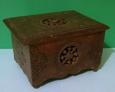 A lovely little box with a very attractive design and full of character. Possible ink stain to inside. French Vintage, Vintage Black, Tunbridge Wells, Ship Wheel, Little Boxes, Trinket Boxes, Tins, Cow, Decorative Boxes