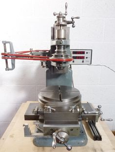 Metal working advice - When your projects may make a mess, use newspaper on the surfaces to make sure you have zero damage. Whenever your project is done, throw the paper away and become completed with it. Lathe Tools, Metal Tools, Metal Welding, Milling Machine, Machine Tools, Metal Working Machines, Wood Working, Metal Mill, Tool Board
