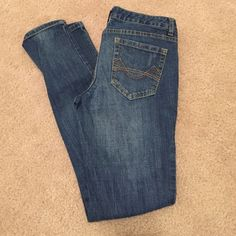 """Mossimo Supply Skinny Jeans 5S Mossimo Supply Co.  Skinny Jeans 5S fit 6, excellent used condition, small fray on hem of right pant leg see photo. 29"""" inseam Mossimo Supply Co Jeans Skinny"""