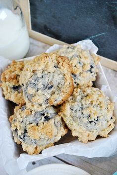 Blueberry Crumble Muffins | www.somethingswanky.com