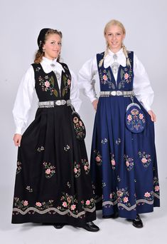 FolkCostume&Embroidery: Overview of Norwegian Costumes, part The eastern heartland Norwegian Wedding, Norwegian Style, Folk Costume, Costume Dress, Costumes, Folk Clothing, Clothing Patterns, Traditional Fashion, Traditional Dresses